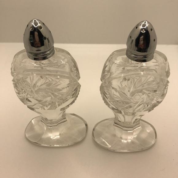 Pinwheel crystal salt & pepper shakers